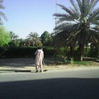 Al Ain. Pakistani street sweeper.jpg